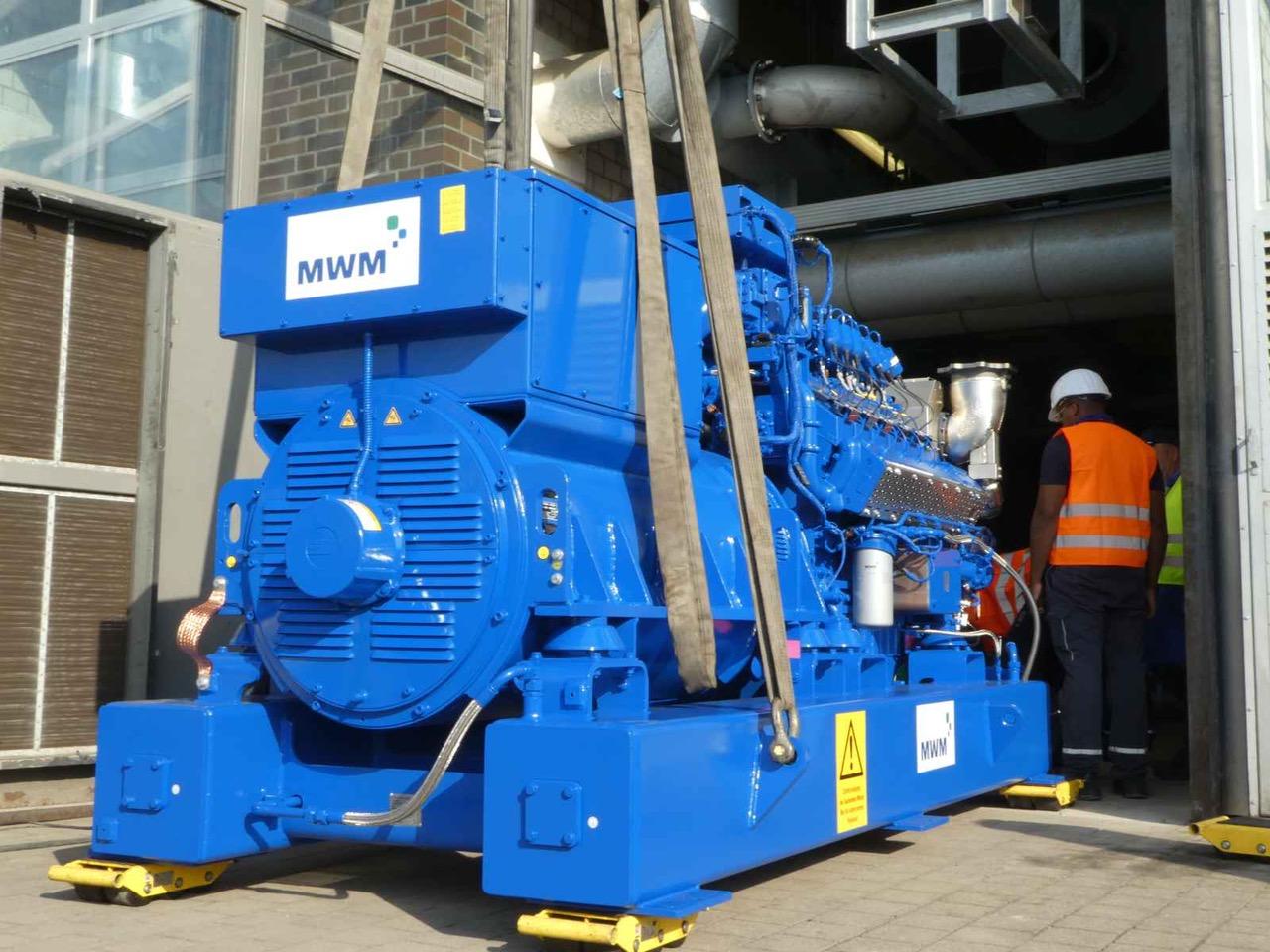 drei MWM TCG 3016 V12 Gasmotoren des BHKW der Deponie Emscherbruch